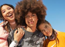 Nike Werbespot mit Lisa und Louisa – Sportswear Nike Factory Store